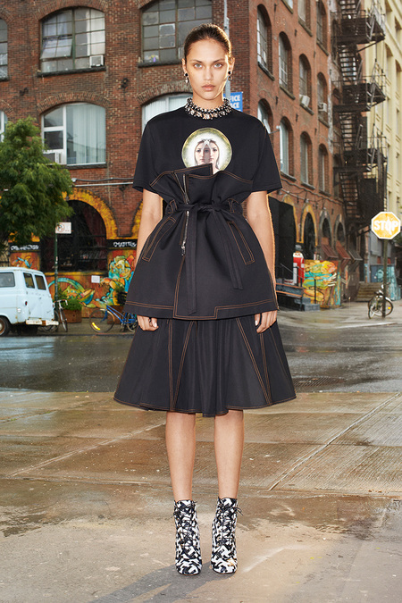 Givenchy_018_1366.450x675